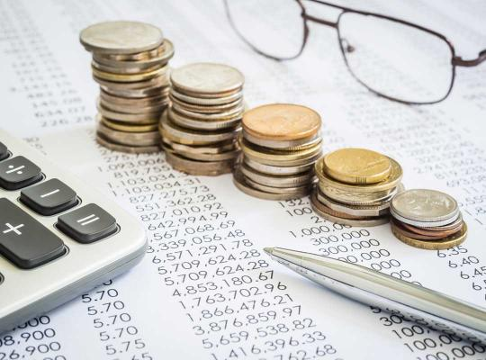 Begroting, geld en rekenmachine